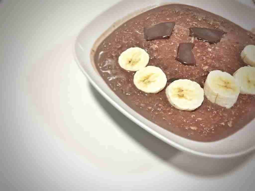 porridge de avena integral con chocolate y plátano
