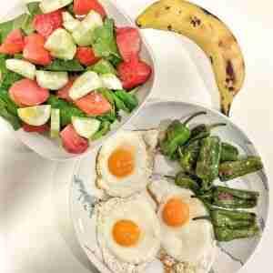 Comida Saludable #2 Huevos a la plancha con pimientos del padrón
