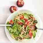 Ensalada con pasta integral y verduras