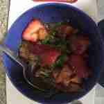 preparando el tartar de tomate