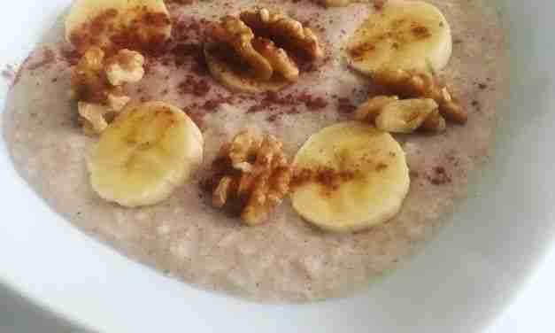 Porridge de avena con plátano, nueces y coco