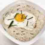 Porridge de avena con queso y cebollino