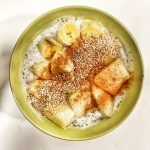 Yogur natural con chía, melón y canela