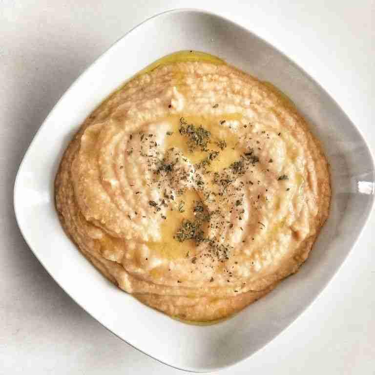 Crema de coliflor y pimientos rojos con hummus