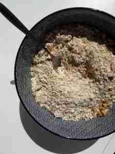 Mezclar los ingredientes secos del muesli casero