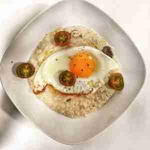 porridge de avena con huevo a la plancha